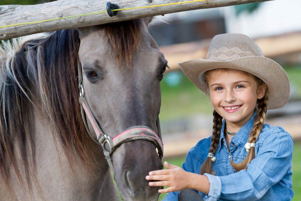 Westernreiten kleines Mädchen